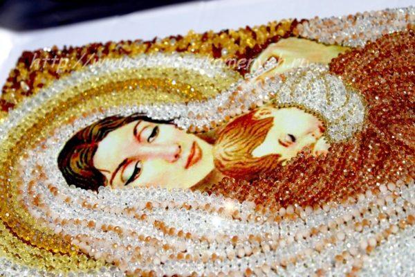 Образа в каменьях - Дева Мария - крупным планом