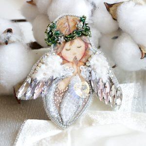 Образа в каменьях Брошь Ангел любви 7х7см арт. 99-Б-09